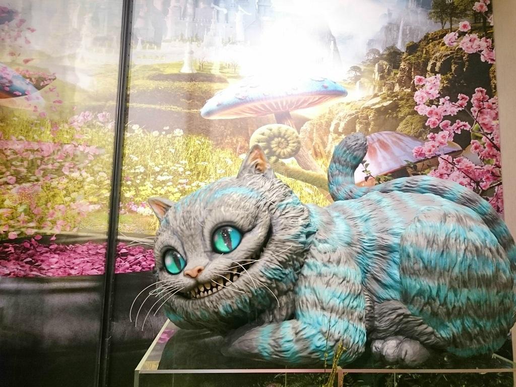 アリス・イン・ワンダーランドの世界_チェシャ猫