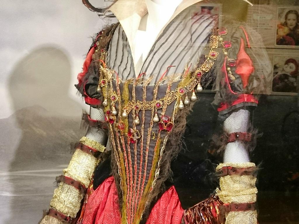 アリス・イン・ワンダーランドの世界_赤の女王_衣装