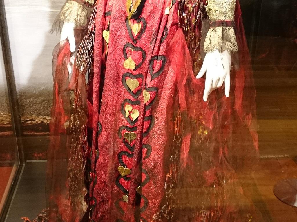 アリス・イン・ワンダーランドの世界_赤の女王_衣装2