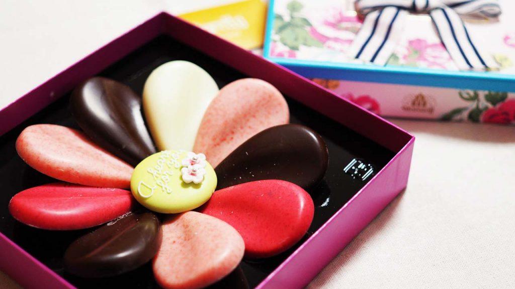 色鮮やかに咲く、フィオレットの花びらチョコレート