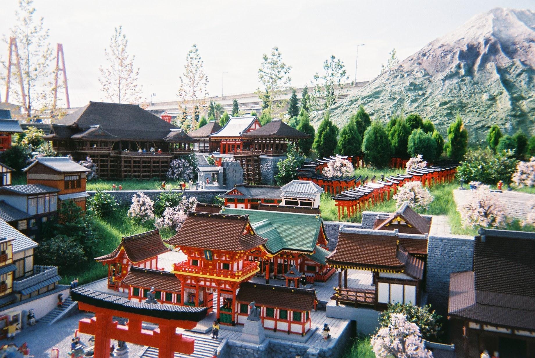 レゴランドジャパンを観光。写ルンですを携えて