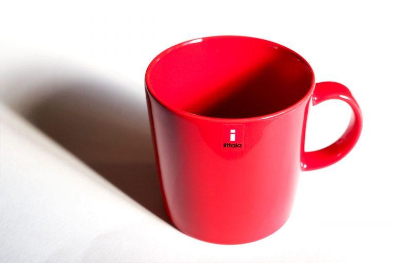 イッタラの赤いマグカップを購入。情熱的なレッドに惹かれて。